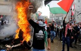 Đại sứ quán Mỹ tại Liban bị ném đá, đốt lửa phản đối
