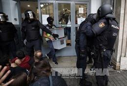 Tây Ban Nha kiểm phiếu bằng tay trong cuộc bầu cử ở Catalonia