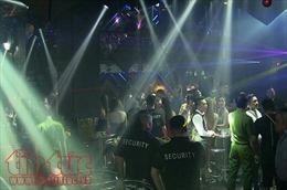 Sử dụng viên nén ma túy trong quán bar hoạt động quá giờ, dân chơi giật lắc điên cuồng