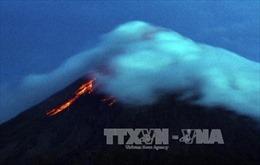 Núi lửa Mayon của Philippines bất ngờ 'tỉnh giấc'