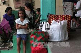 Philippines sơ tán người dân, đóng cửa trường học gần núi lửa Mayon