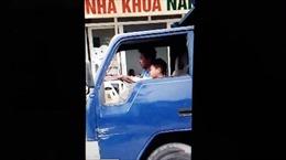 Trẻ 10 tuổi  liều lĩnh phóng xe tải trên phố đông người