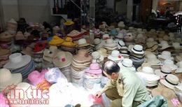 Phát hiện hàng nghìn chiếc mũ giả các thương hiệu nổi tiếng