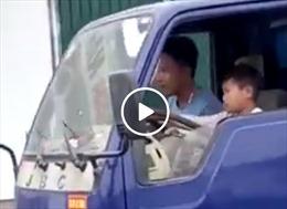 Xử lý nghiêm chủ ô tô tải cho trẻ lái xe băng băng trên phố