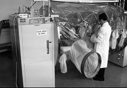 'Tội ác' của phòng thí nghiệm Anh Porton Down 30 năm về trước