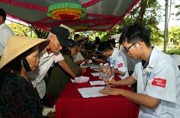 6.000 thầy thuốc trẻ tình nguyện khám chữa bệnh, cấp thuốc, mổ mắt miễn phí