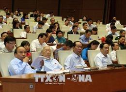 Tranh luận sôi nổi tại nghị trường khi thảo luận về phát triển kinh tế - xã hội