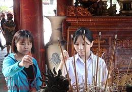 Sĩ tử Hà Nội đổ về Văn Miếu cầu may trước ngày thi vào lớp 10