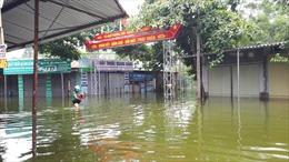 1.200 hộ dân xã Nam Phương Tiến đang sống trong cảnh ngập lụt nặng