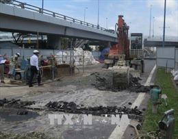 Mặt đường Đại lộ Võ Văn Kiệt ở TP Hồ Chí Minh bị lún bất thường
