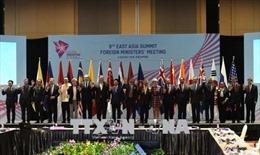 Ủng hộ EAS-13 ra các Tuyên bố về hợp tác ứng phó với các vấn đề xuyên quốc gia