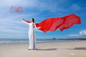 Ngắm vẻ đẹp thanh khiết của thí sinh Miss Photo cùng áo dài trước biển