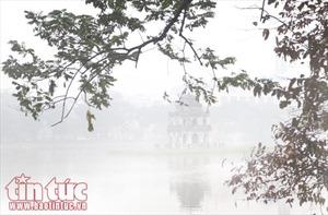 Hà Nội lãng đãng trong sương mờ buổi sớm