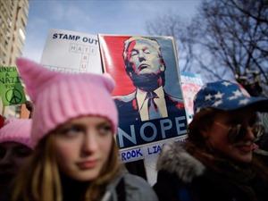 Tròn một năm ông Trump làm tổng thống, phụ nữ Mỹ tràn xuống đường biểu tình