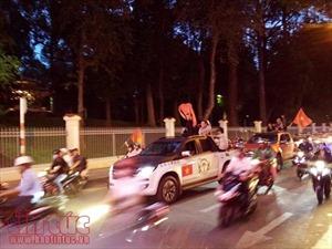 Cổ động viên TP Hồ Chí Minh xuống đường ăn mừng chiến thắng đội tuyển U23 Việt Nam