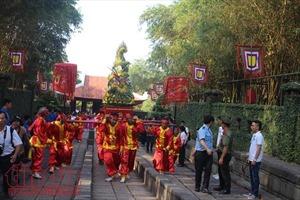 Người dân TP Hồ Chí Minh nô nức dự Lễ giỗ Quốc tổ Hùng Vương