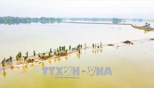Ninh Bình: Công an huyện Nho Quan giúp dân chống chọi với mưa lũ