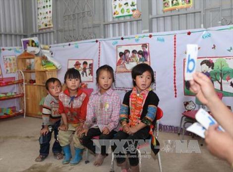 Tăng cường dạy tiếng Việt cho trẻ em dân tộc thiểu số trước khi vào lớp 1