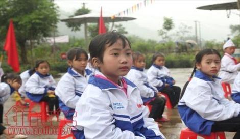Trao áo ấm cho học sinh tại vùng cao Hà Giang