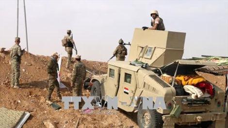 Quân đội Iraq nã pháo vào IS bên trong lãnh thổ Syria