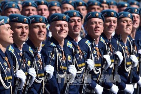 Nga cắt giảm mạnh ngân sách quốc phòng
