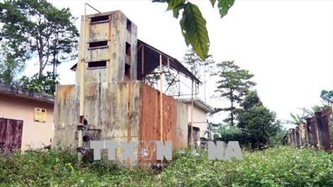 Người dân Lâm Đồng thiếu nước sạch bên công trình cấp nước hoang phế