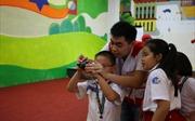 Học sinh tiểu học Việt Nam chia sẻ ảnh với bạn bè Nhật Bản