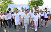 Hơn 15.000 người tham gia đi bộ vì người nghèo đón Tết
