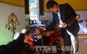 Tặng quà Tết gia đình chính sách, hộ nghèo tại tỉnh Điện Biên