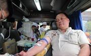 Người đàn ông đạp xe 51 km để… hiến máu