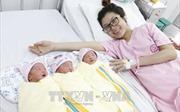 Phẫu thuật lấy thai thành công cho một sản phụ mang tam thai tự nhiên