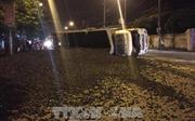 Quảng Ninh: Gãy cầu trục, xe chở than bị lật trên Quốc lộ 18