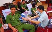 100 cán bộ chiến sĩ công an tham gia hiến máu