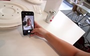 Con gái lộ cầm iPhone X chưa chính thức mở bán, bố làm ở Apple bị đuổi việc