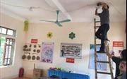 Lắp đặt đèn chiếu sáng bằng năng lượng tái tạo cho trường học