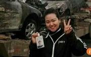 Phóng viên bị sa thải vì tạo dáng chụp ảnh tại hiện trường tai nạn thảm khốc