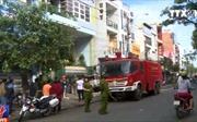 Nhà ba tầng cháy, 6 xe cứu hoả phun nước dập lửa