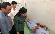 Hai nạn nhân nặng trong vụ lật tàu tại Thanh Hóa được chuyển ra bệnh viện Việt Đức