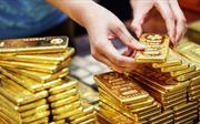 Giá vàng châu Á ổn định sau khi rơi xuống mức thấp nhất 19 tháng qua
