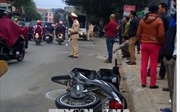 Ô tô đâm 3 xe máy, 1 taxi làm 6 người bị thương nặng