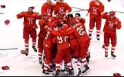Các VĐV Nga hát vang quốc ca sau khi giành HCV hockey trên băng Olympic Pyeongchang 2018