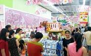 Khuyến mại hấp dẫn, khách chen chân mua quà 8/3 tại siêu thị