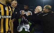 Chủ tịch đội bóng Hy Lạp vác súng xuống sân 'nói phải trái' cùng trọng tài