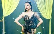 Hồ Quỳnh Hương khoe vũ đạo mạnh mẽ trên sân khấu ở tuổi U40