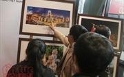 Triển lãm ảnh báo chí 'Hà Nội trái tim hồng'