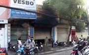 Giải cứu 3 người mắc kẹt trong vụ cháy cửa hàng