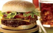 Bánh burger 'tấn công' các nhà hàng tại Pháp