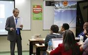 Đại sứ Việt Nam nói chuyện với sinh viên Đại học Kinh doanh Argentina