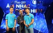 Duy Mạnh, Công Phượng U23 ngượng nghịu trong lễ trao giải Âm nhạc Cống hiến
