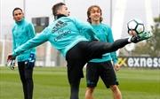Cristiano Ronaldo chăm chỉ luyện siêu phẩm 'xe đạp chổng ngược' trước trận derby thành Madrid